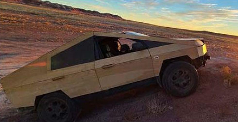 سيارة من خشب للطرقات الوعرة