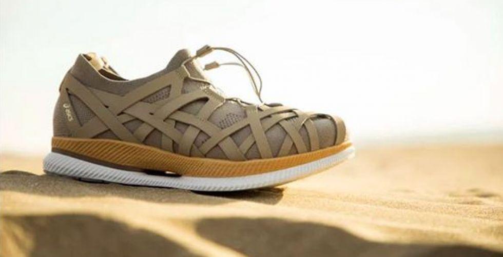 حذاء الجري في الصحراء