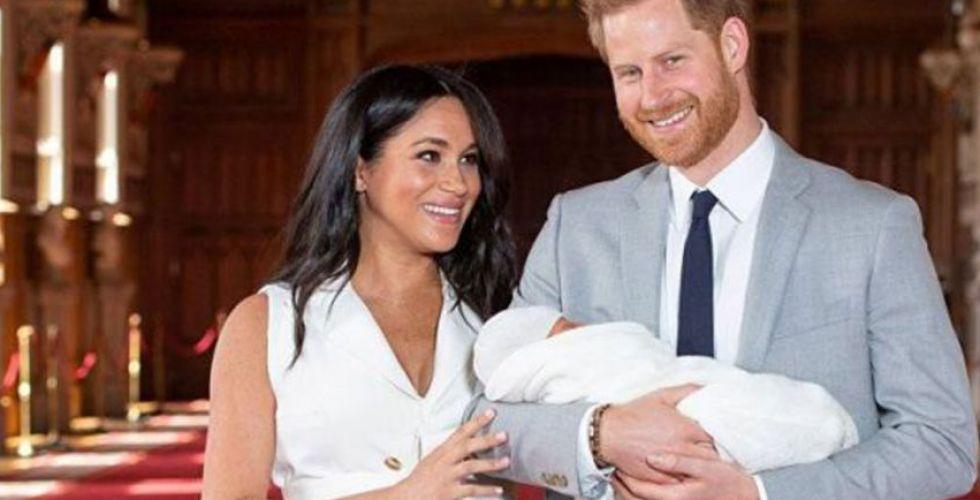 بي بي سي تفصل مذيعا ماثل بين القرد ومولود الأمير هاري