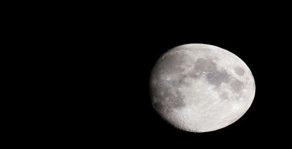مركبة فضاء هندية تضيع على أبوب القمر