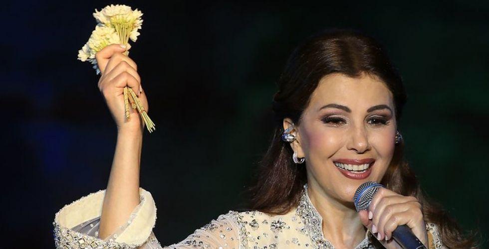 اللبنانيون يتخطون الأزمة الاقتصادية ويفرحون بالعيد