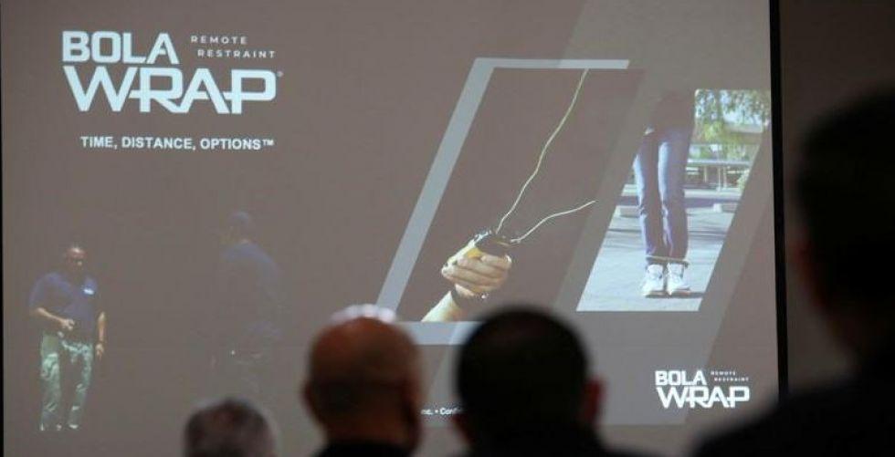 الرجل العنكبوت يتدخّل لإنقاذ ضحايا مسدسات الشرطة الاميركية