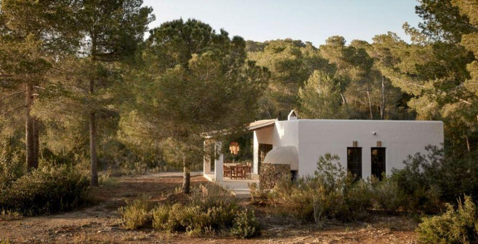 خمسة فنادق في إيبيزا تجمع العيش في مزرعة  والتصميم العصري