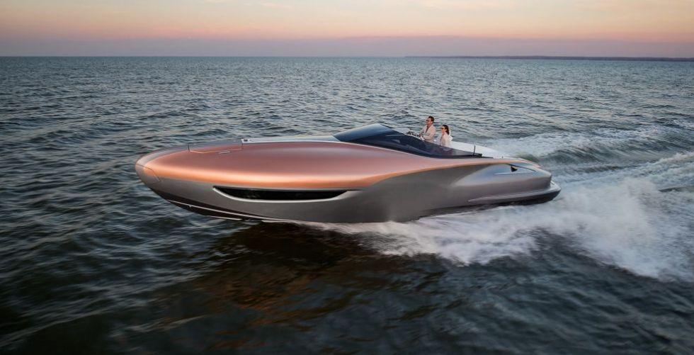يخت لكزس الرياضي: قارب العام