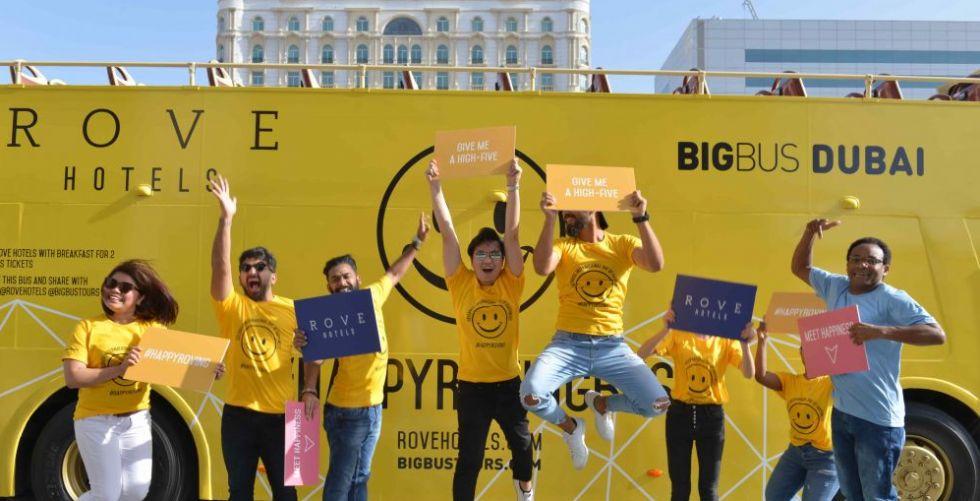شرطة دبي وفنادق روڤ يحتفيان باليوم العالمي للسعادة