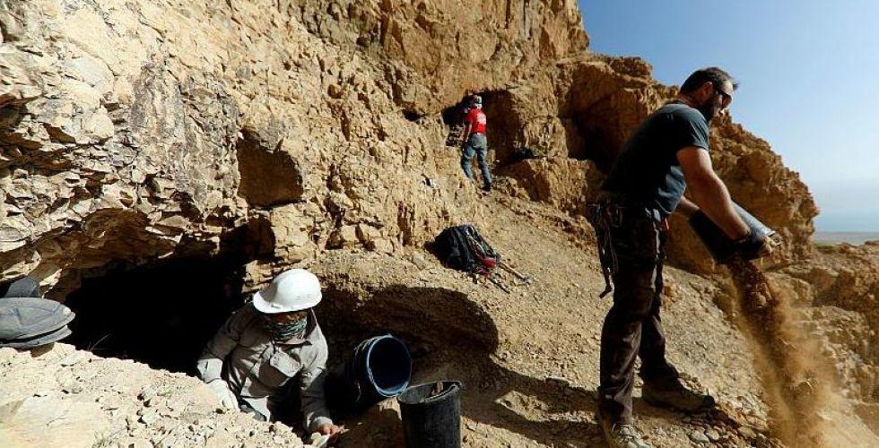 هل يعثر علماء الآثار على مخطوطات جديدة في البحر الميت؟