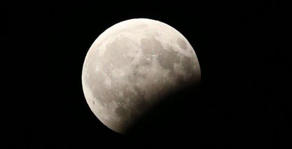 الصين تصل الى القمر المعتم فهل تسبق الاميركيين فضائيا؟