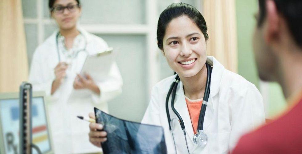 Mfine  تجمع نخبة الأطباء بالتكنولوجيا