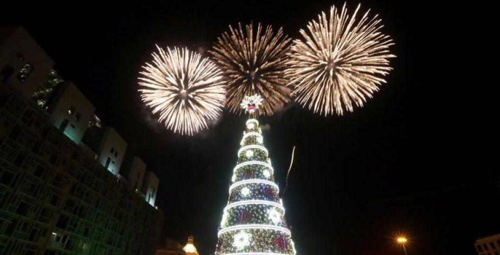 بيروت أضاءت شجرة لمّاعة