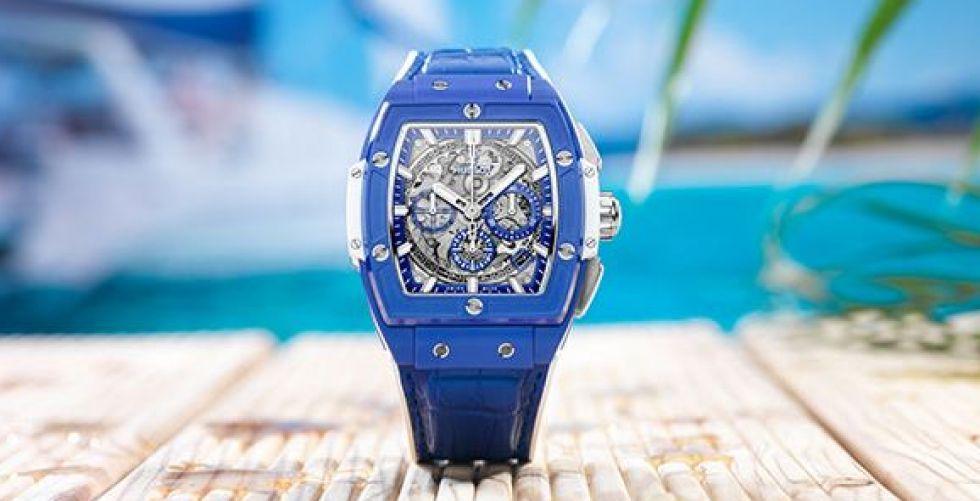أزرق يعكس جمال البحر الفيروزي