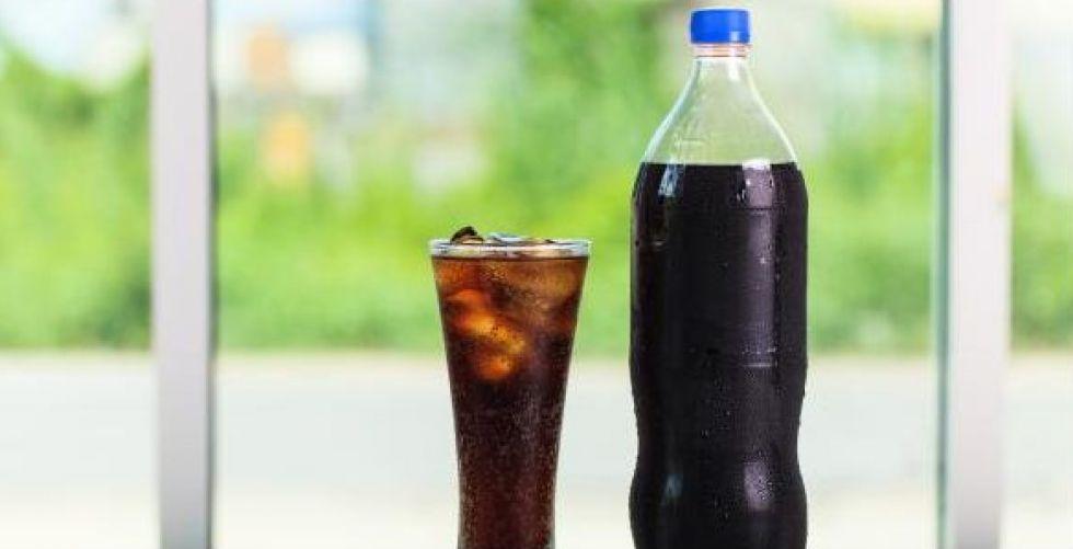 تناول المشروبات الغازية المحلاة أو قليلة السعرات قد يزيد خطر الوفاة المبكرة