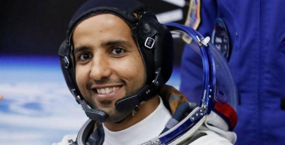 كيف أمضى هزاع المنصوري يومه الأول في محطة الفضاء الدولية؟