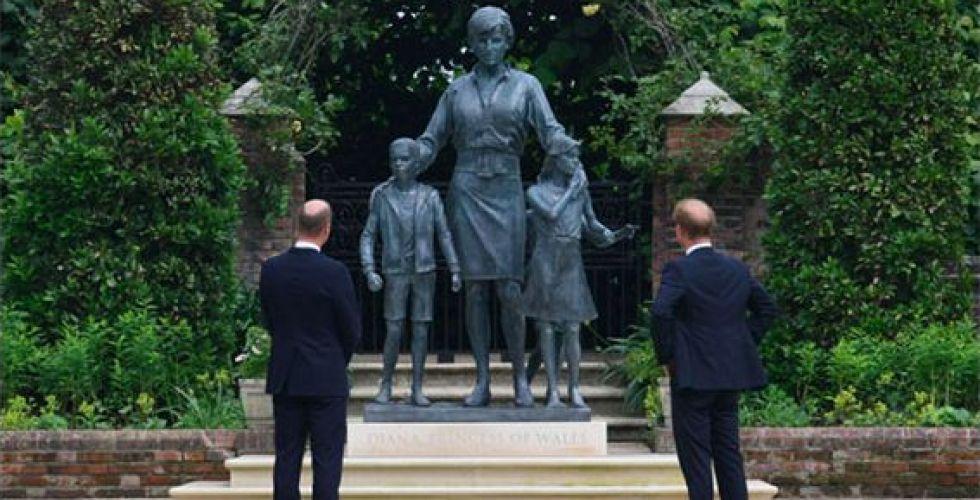 وليام وهاري أمام تمثال ديانا: لو كانت معنا