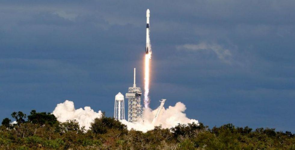 سبيس إكس تضع ٦٤قمرا صناعيا جديدا حول الأرض