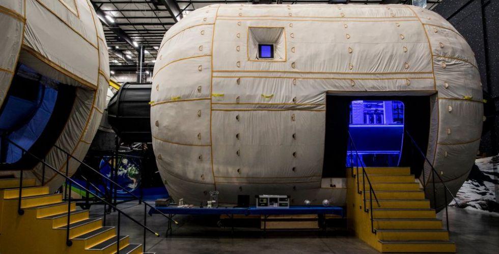 تخيّل أنّك تعيش برفاه في منزل فخم في كوكب في الفضاء