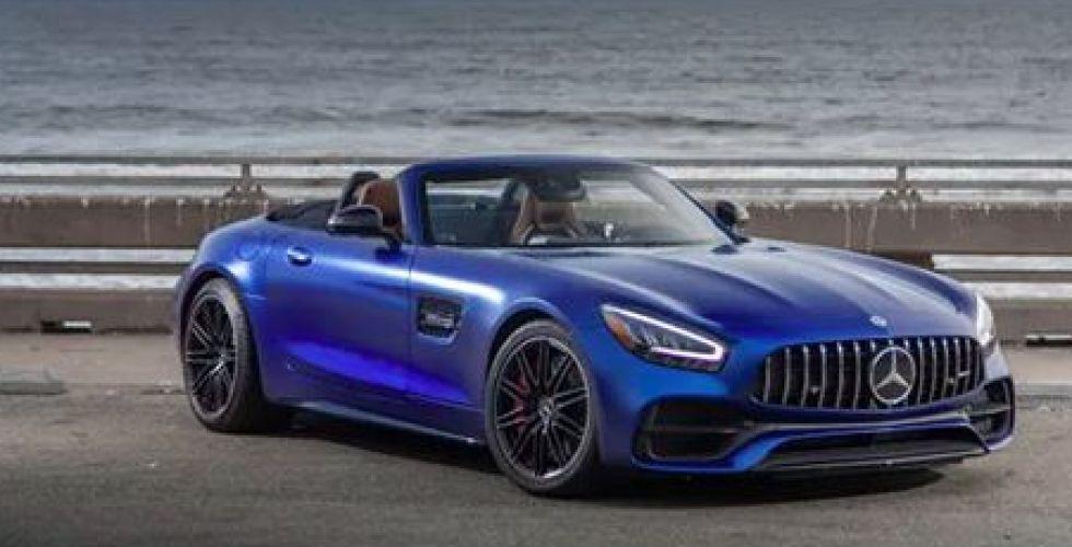 مرسيدس-بنز في سيارتها الجديدة العالية الجودة