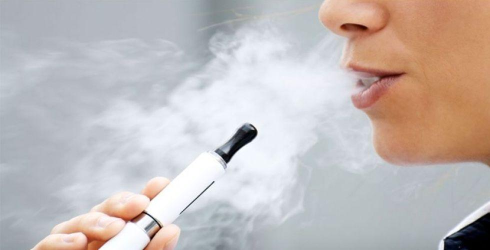 التدخين الالكتروني يعطّل خلايا الرئتين