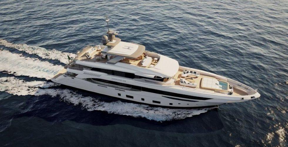بينيتي تبيع يخت Diamond 145