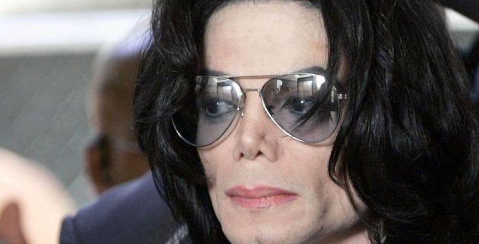 بعد 10 سنوات... خادمة مايكل جاكسون تكشف المستور