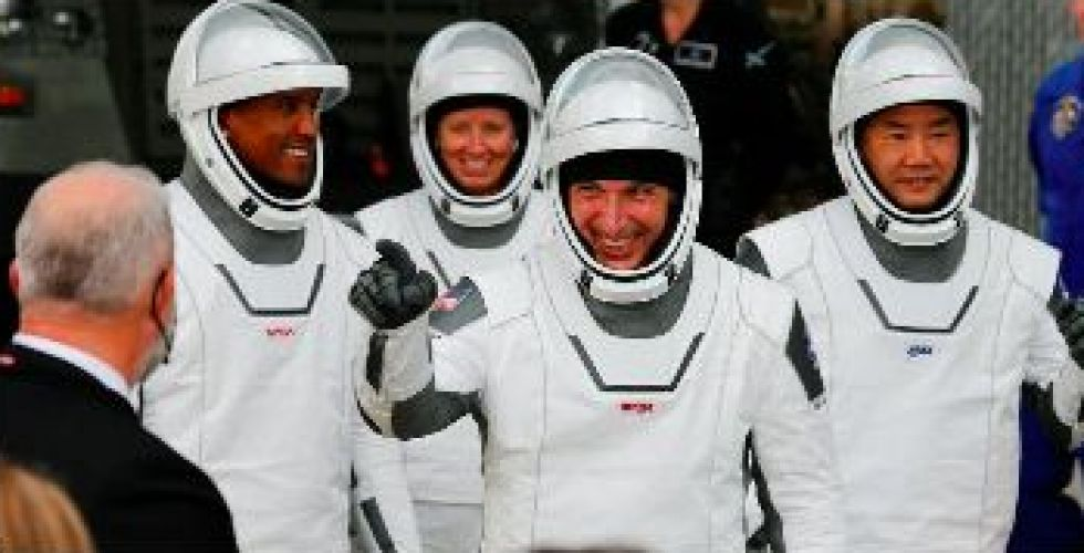 الحدث التاريخي:زيارة رواد فضاء لزملائهم في المحطة الفضائية