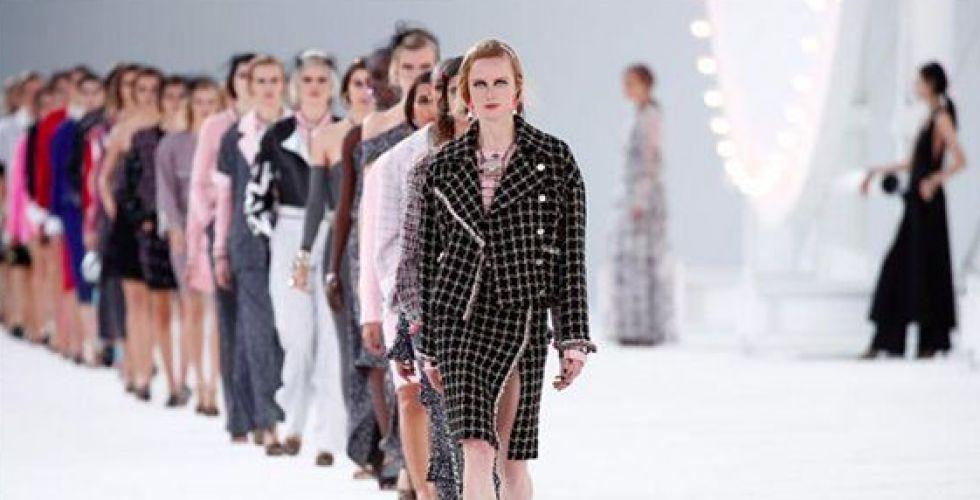 شانيل تضفي بريق هوليوود على أسبوع الموضة في باريس