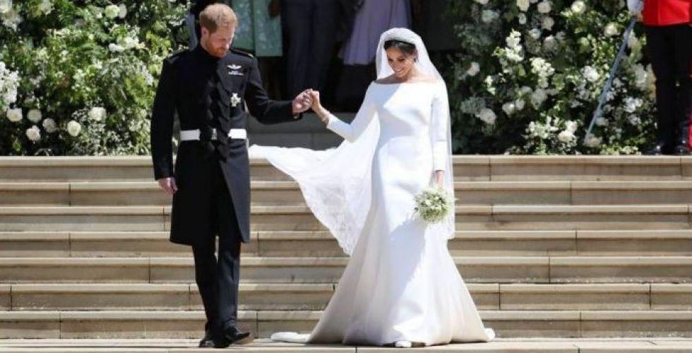 البذلة العسكرية للأمير هاري وفستان عرس ميجان أمام عينيك