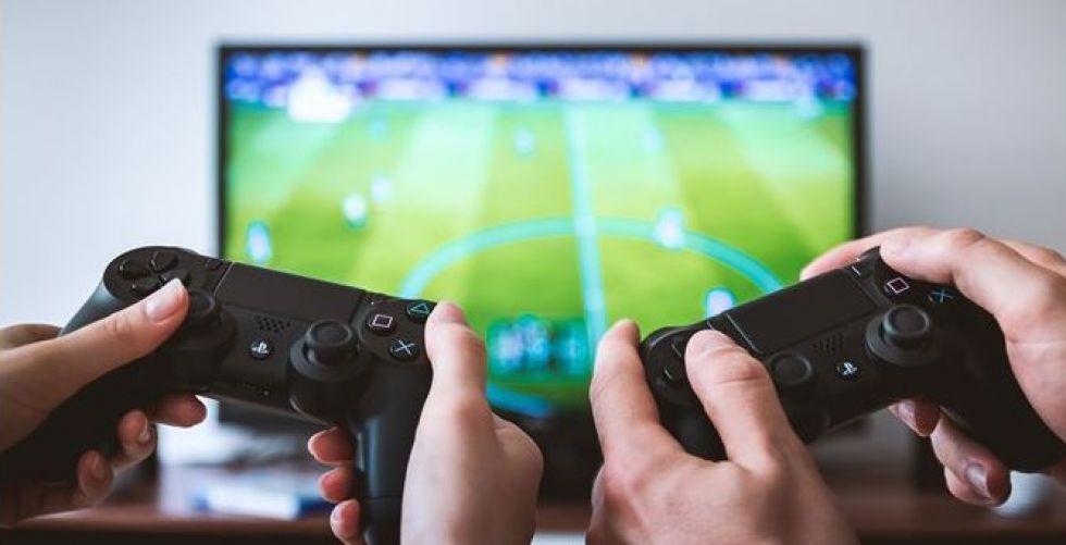 كرة القدم الالكترونية تتألق شعبيا