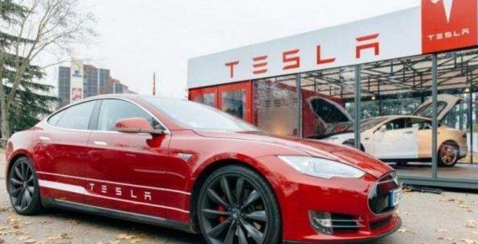 تسلا تخفض سعر سيارات الطراز 3 المصنعة في الصين