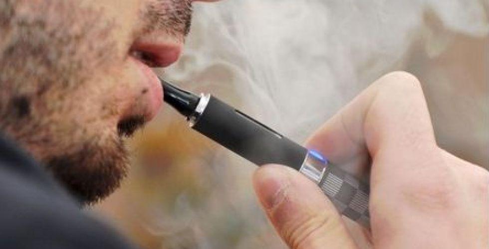 مطالبة أميركية بوقف السجائر الالكترونية فورا