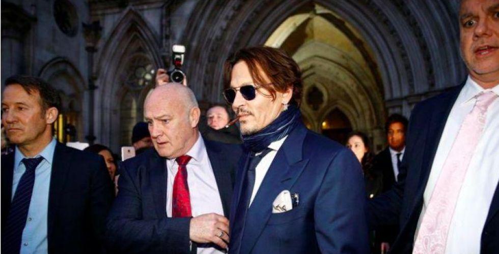 الممثل جوني ديب ينفي ضرب زوجته أمام المحكمة