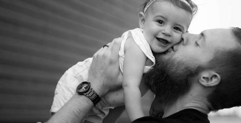 هل يكون الرّجل الأقلّ جاذبيّة أبًا أفضل من غيره؟