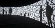 رحلة كونية مذهلة في متحف  Louis Vuitton