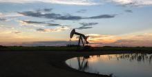 عوامل متعددة تتقاطع عند انخفاض سعر النفط