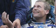 رائد الفضاء الاكثر خبرة يعود الى الارض