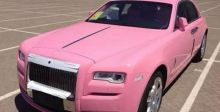 هل تقود يوماً سيّارة رولز رويس زهريّة اللّون؟