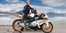 ايرين سيلز ودراجة BMW الجديدة