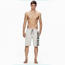 Calvin Klein وموسم السباحة