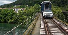 بالفيديو: Land Rover  تجرّ قطاراً