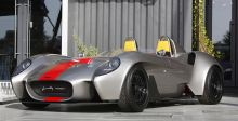 نسخة دبي من هذه ال Ferrari 1957