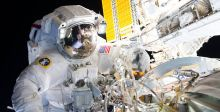 رائدان سبّاقان يسيران في الفضاء