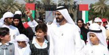 حاكم دبي يرفع العلم في يومه الاماراتي