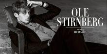 أولي ستيرنبرغ في ملابس Hermès