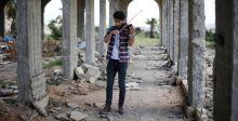 عازف كمان يمجّد الموسيقى في الموصل