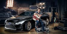 رونسون يجلب أسلوبه المميّز إلى حملة Lexus