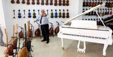 لبناني يعزف على ٤٦ آلة موسيقية