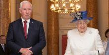 الحاكم الكندي يخرق البروتوكول الملكي لبريطانيا