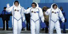 روسي وياباني وأميركي الى الفضاء