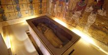 الكاميرا تلاحق الملك توت عنخ آمون في قبره
