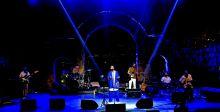 مايك ماسي بأغانيه المثيرة يلهب الشباب اللبناني