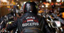 فريق عراق بايكرز بالزيّ الأميركي رافعا علم بلاده
